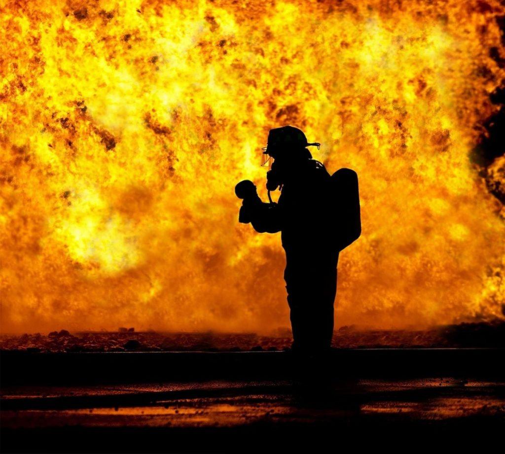 На Львівщині чоловік отримав опіки під час пожежі. Фото ілюстроване з відкритих джерел.