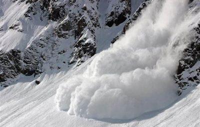 Рух танспорту після сходження лавини у Закарпатській області відновлено. Фото ілюстроване з відкритих джерел