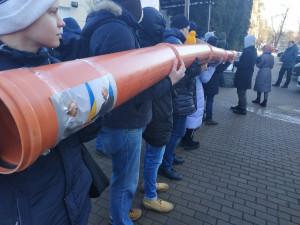 «Юлі -труба, Україні – незалежність!» – молодь нагадала Тимошенко про газові контракти