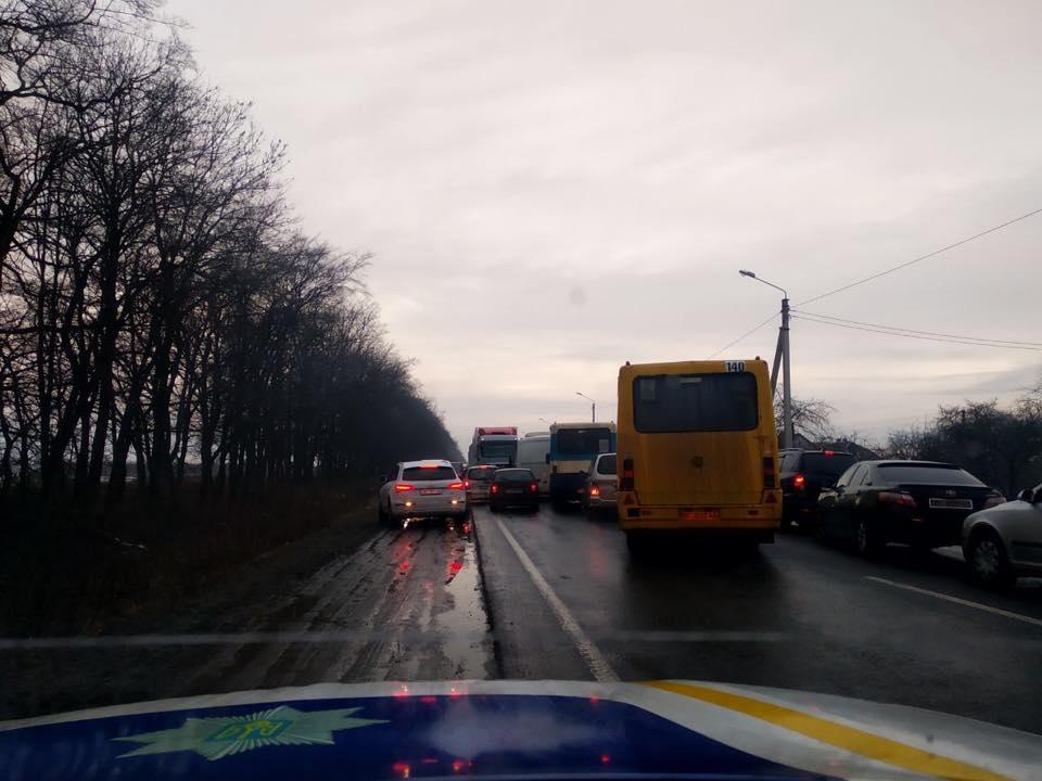 На Львівщині виникли черги до кордону із Польщею