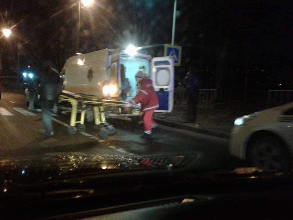 У Львові авто збило пішохода. Фото: Варта1