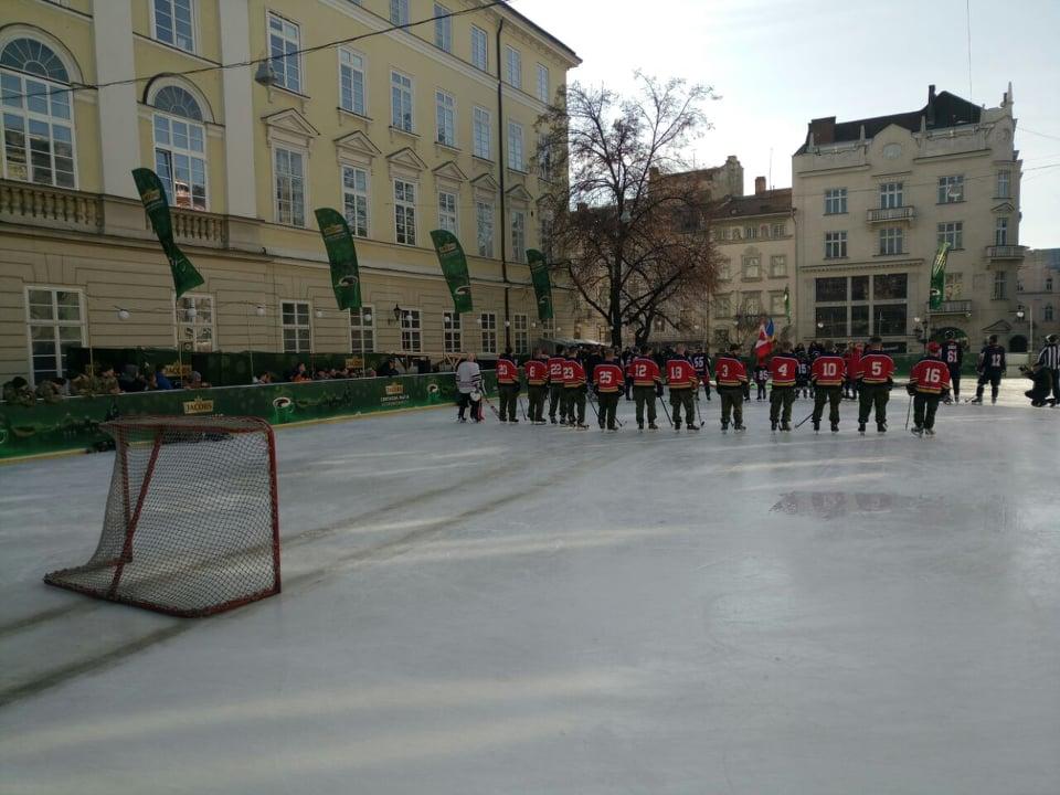 У Львові українські та канадські військові зіграли у хокей. Фото: Варта1.
