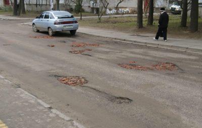 Як у Новояворівську цеглою відремонтували дорогу
