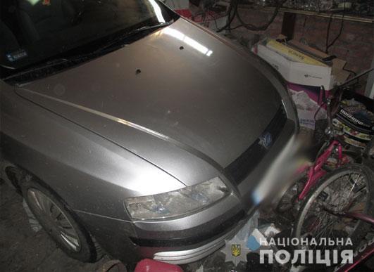 На Львівщині троє молодиків відлупцювали таксиста й викрали його автомобіль. Фото: Варта1