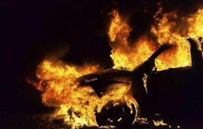 У Львові поблизу ТЦ Метро згорів автомобіль