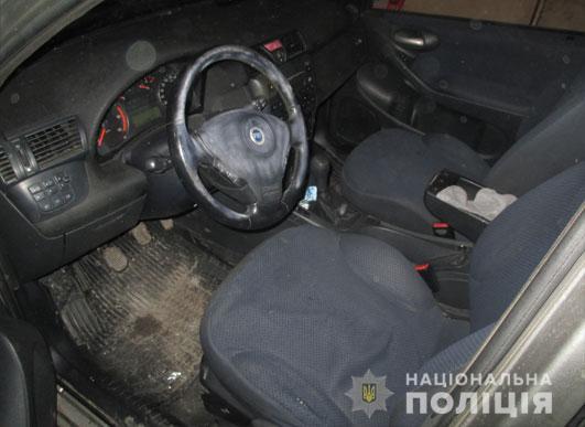 На Львівщині троє молодиків відлупцювали таксиста й викрали його автомобіль. Фото: Варта1.