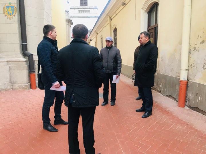 Олег Синютка проінспектував хід робіт із реконструкції Собору святого Юра