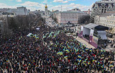 На зустріч з Порошенком у Києві прийшло 25 тисяч осіб. Фото: відкриті джерела.