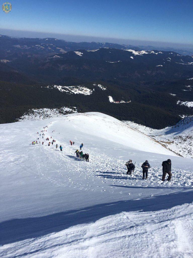 На Львівщині відбулось традиційне масове сходження на гору Говерлу