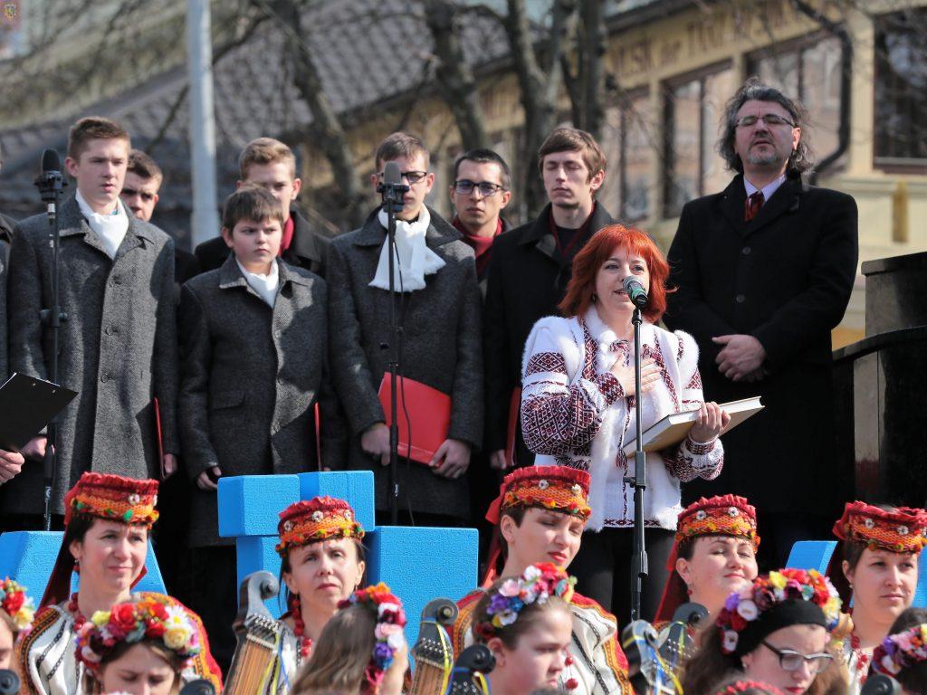Львівщина подарувала національні костюми українським творчим колективам в Узбекистані. Фото прес-служба ЛОДА