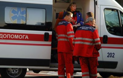 До Львова прибув борт із пораненими бійцями. Фото: Радіо Свобода.