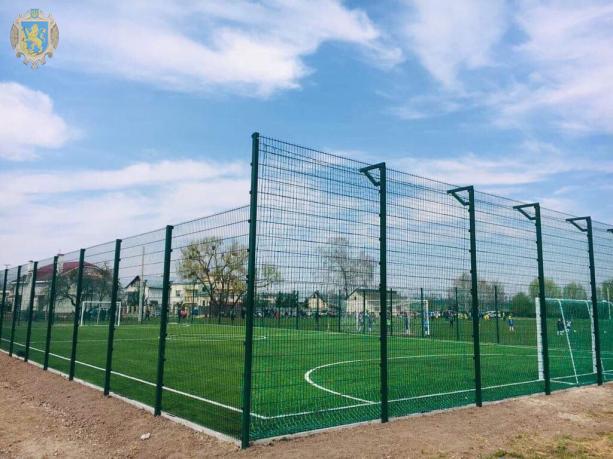 У Кам'янка-Бузькому районі відкрили два спортивні майданчики