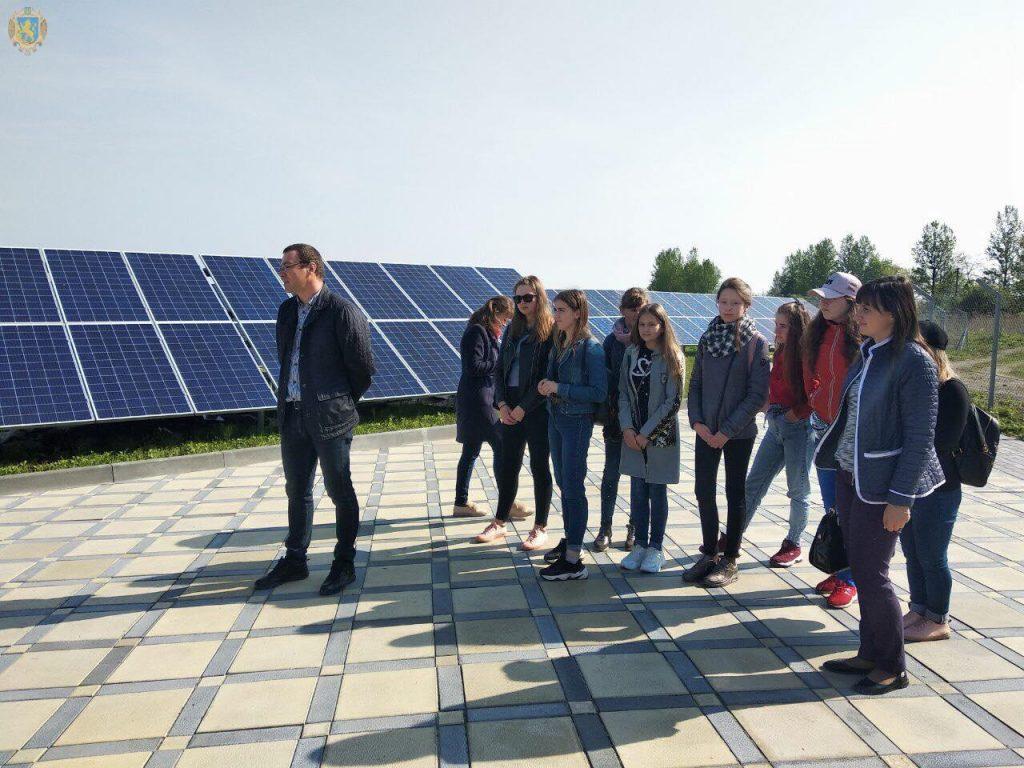 Для школярів Львівщини організували екскурсії на сонячні електростанції
