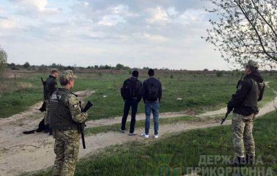 Неподалік Краківця затримали двох африканців