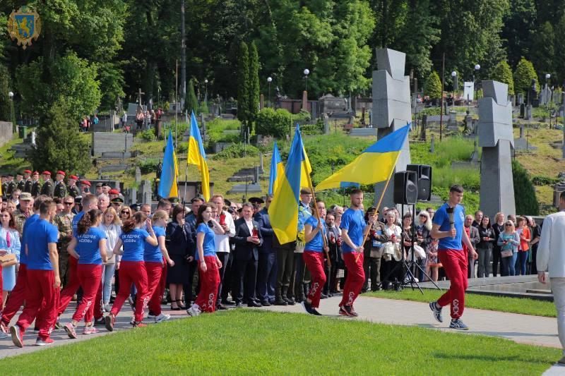 На Львівщині Свято Героїв розпочалось легкоатлетичною естафетою