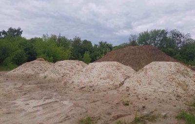 У Львові до траси для мотокросу звозять будівельне сміття