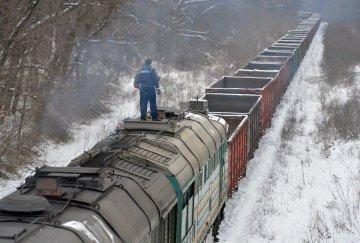 Робив селфі: на Львівщині хлопець впав з даху потяга