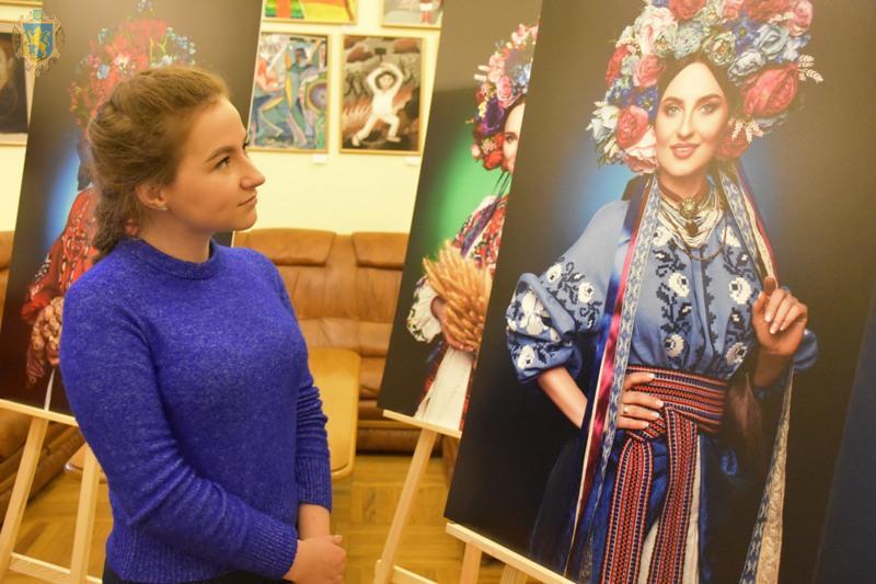 """У Львівській ОДА презентували фотопроект """"Багатодітне материнство"""""""