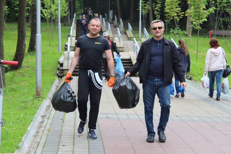 У Львові на Сихові під час прибирання знайшли шприци. Фото Михайло Хміль