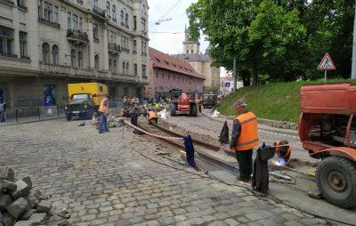 На вулиці Підвальній перекрили рух транспорту