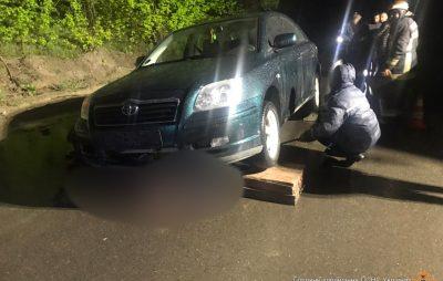 У Новояворівську витягнули тіло загиблого пішохода з-під коліс автомобіля