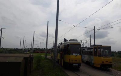 У Львові трамвай на кінцевій зупинці зірвав пантограф. Фото: Варта1