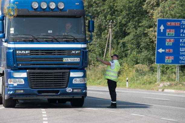 На дорогах Львівщини працюють мобільні комплекси для зважування вантажівок