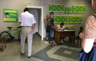 """""""Слуги народу"""" не заплатили своїм спостерігачам на виборах. Фото: Стрийські рогалики."""