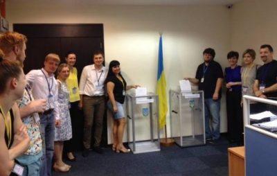 За кордоном стартувало голосування на виборах у Раду. Фото: відкриті джерела.