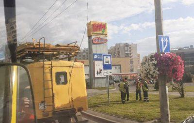 У Львові через обрив трулейбосних дротів ускладвився рух. Фото: Варта1.