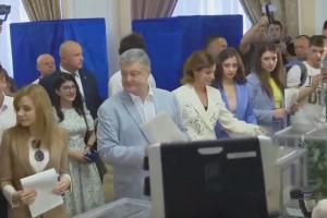 Порошенко проголосував на виборах до ВРУ. Фото: Діалог