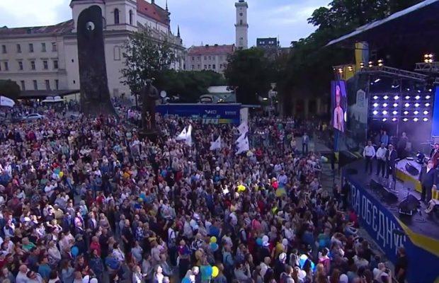Порошенко виступає у центрі Львова. Фото: Ольга Матейчик.