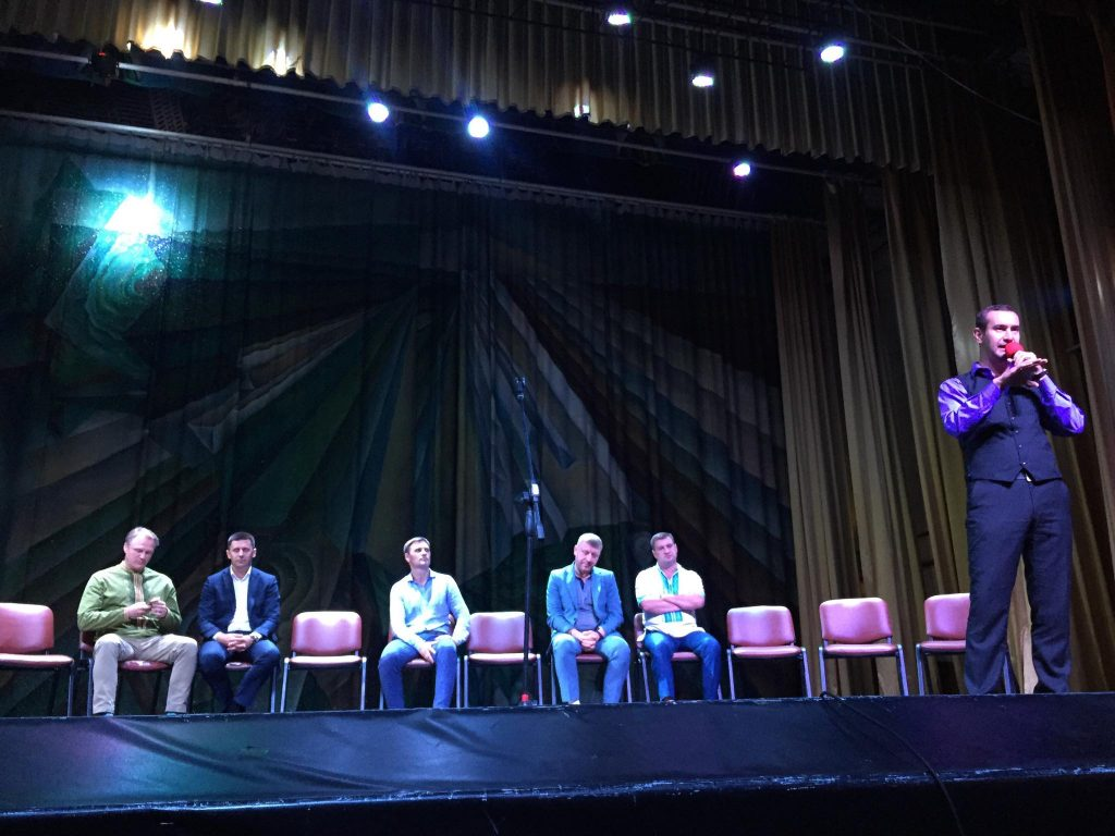 Дебати у Новояворівську. Фото - Четверта студія