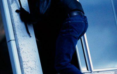 На Яворівщині зловмисники замкнули в підвалі господиню з дітьми та заволоділи грошима і майном. Фото: відкриті джерела.