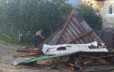 На Жовківщині знищили дерев'яну дзвіницю. Фото Василь Рудейко