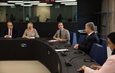 Порошенко звернувся до Європарламенту, вимагаючи у Росії оприлюднення списку політв'язнів. Фото: Петро Порошенко.