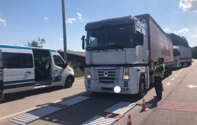 На Львівщині зважують вантажівки