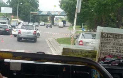 На вулиці Хмельницького у Львові збили вагітну жінку з дитиною. Фото: Варта1.