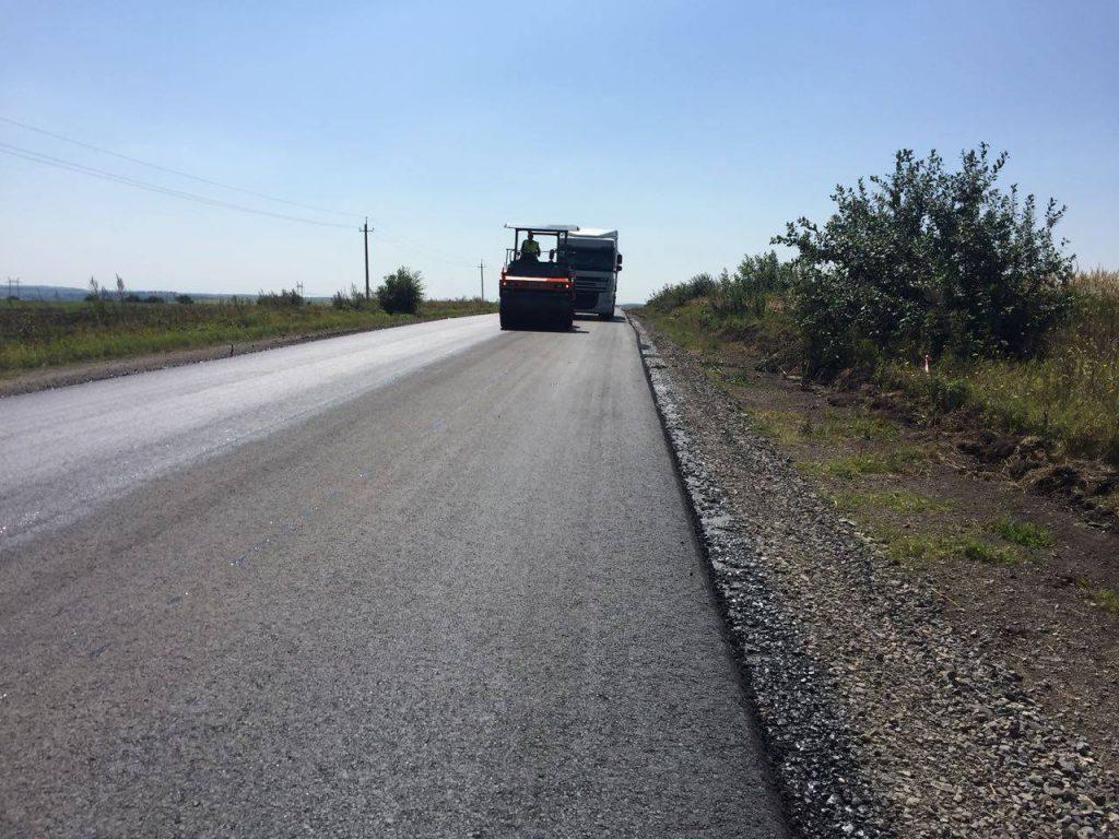 На Бродівщині ремонтують дорогу до Тернополя. Фото: відкриті джерела.