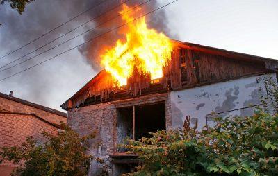 У Жовкві у власному будинку ледь не згоріла жінка. Фото: відкриті джерела.