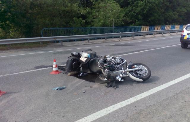 На Золочівщині хлопець викрав мотоцикл та потрапив на ньому у ДТП. Фото: відкриті джерела.