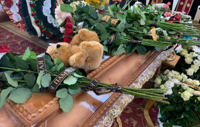 У Дрогобичі прощаються з загиблими під час обвалу будинку. Фото: Вікторія Балицька.