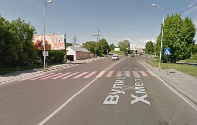 """На Галицькому перехресті """"вліплять"""" ще один світлофор"""