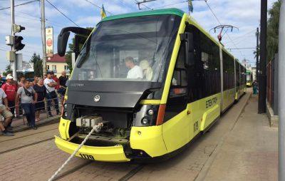 У Львові перетягували трамваї. Фото Четверта студія