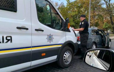 У Львові поліцейський бус врізався у автомобіль. Фото: Ігор Зінкевич.