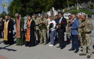 На Львівщині загиблих десантників вшанували літургією