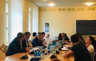 Олег Синютка під час засідання Комітету ВРУ