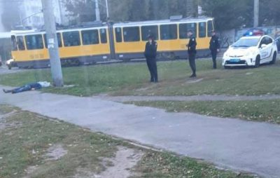 У Львові на кінцевій трамвая знайшли труп. Фото Варта-1