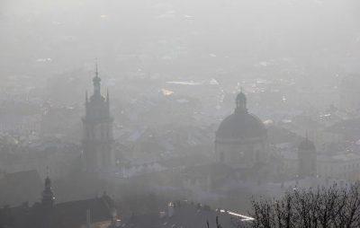 У Львові попереджають про погану видимість на дорогах через туман. Фото: відкриті джерела.