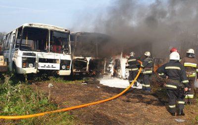 На Львівщині вщент згоріли два автобуси
